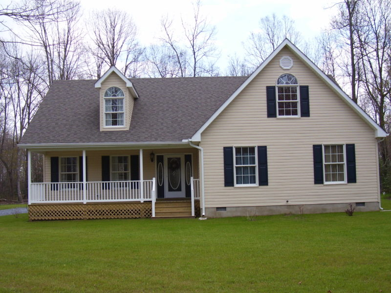Traditional home with covered front porch constructed by H&H Builders, Inc.